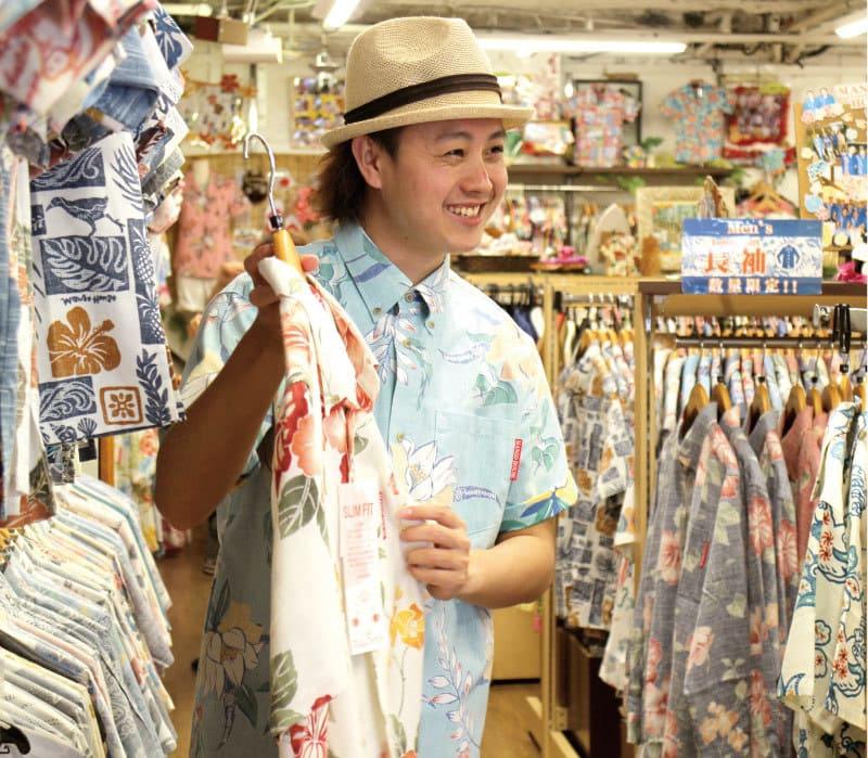 沖縄アロハシャツ 接客 かりゆしウェア