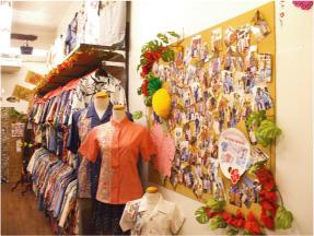 かりゆしウェア専門店マンゴハウスの那覇市国際通り2号店内2。