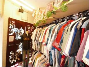 かりゆしウェア専門店マンゴハウスの那覇市国際通り3号店内2。