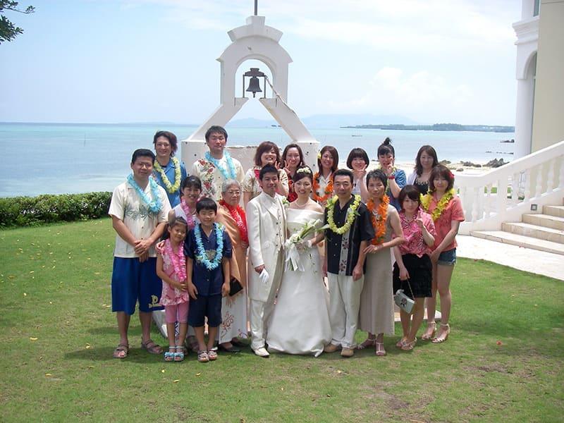 沖縄結婚式(かりゆしウェディング)記念写真を2009年7月10日にご提供いただきました。