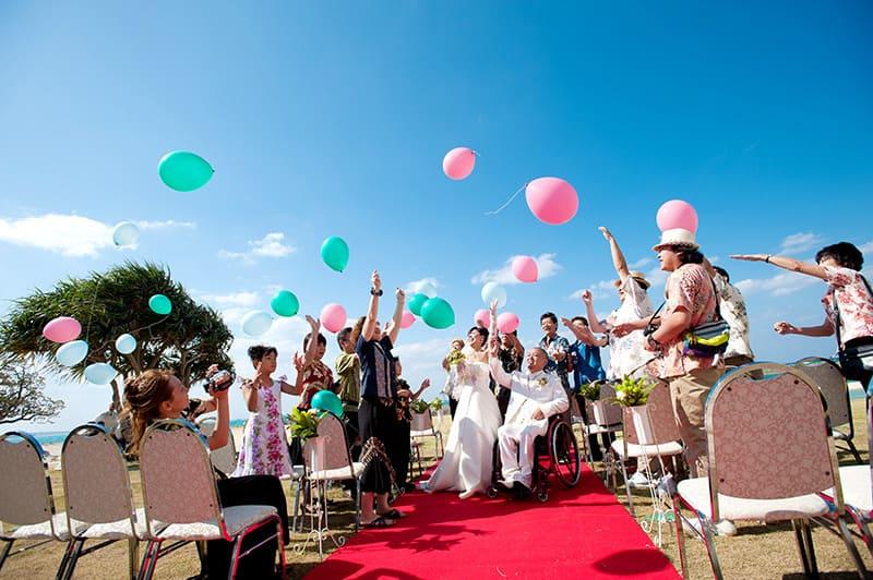 沖縄結婚式(かりゆしウェディング)記念写真を2010年11月26日にご提供いただきました。