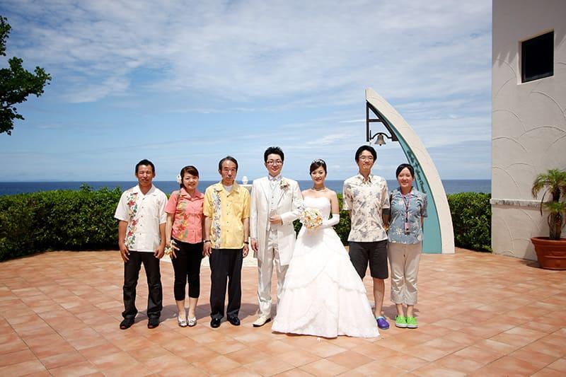 青い空青い海の沖縄結婚式 アリビラ・グローリー教会 かりゆしウエディング