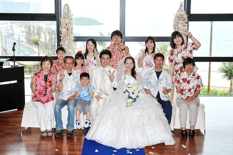 沖縄結婚式(かりゆしウエディング)記念写真を2013年6月1日にご提供いただきました。