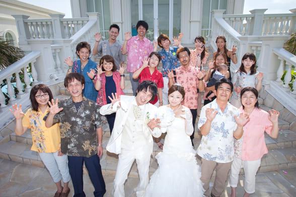 改まったシーンですが、このラフさも沖縄結婚式(かりゆしウェディング)の醍醐味