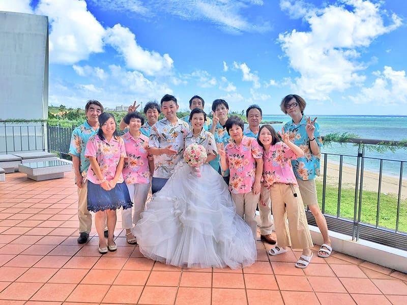 青い空が醍醐味の沖縄結婚式(かりゆしウェディング)