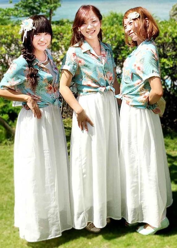 沖縄アロハシャツ(かりゆしウェア)専門店マンゴハウスのレディースかりゆしウェアでブライズメイドスタイル