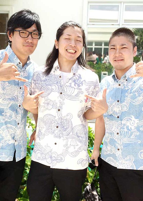 沖縄アロハシャツ(かりゆしウェア)専門店マンゴハウスのメンズかりゆしウェアでブライズメイドスタイル