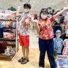 観光を盛り上げるために沖縄アロハシャツを着用